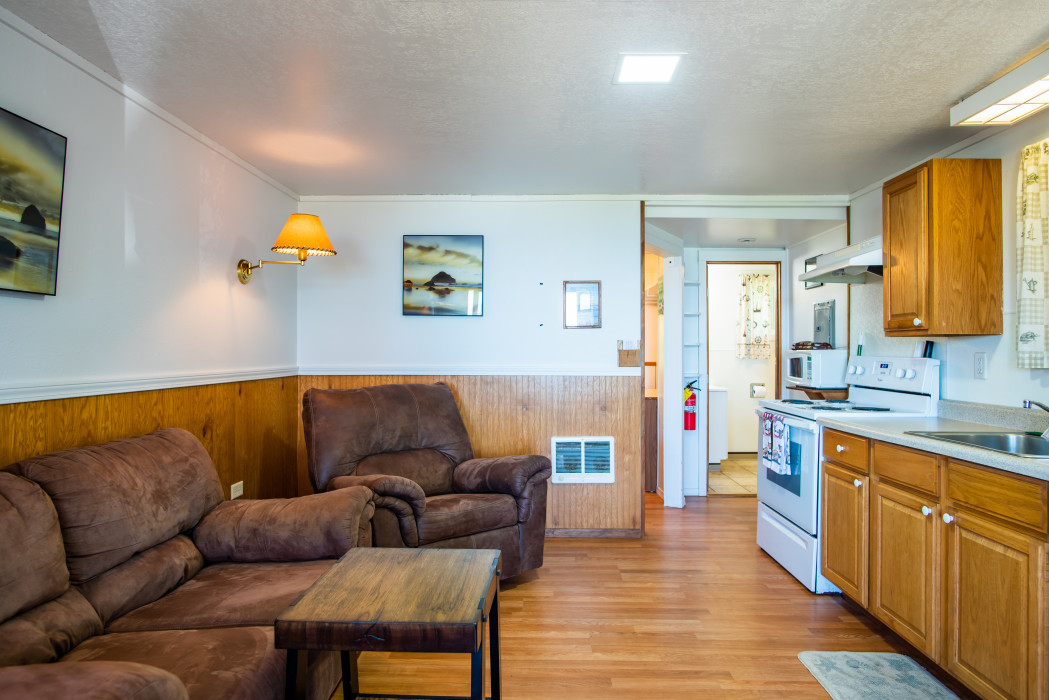 Cabin #19 – 1 Bed, Full Kitchen