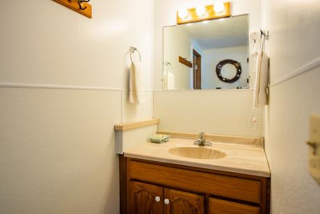 Oceanside Ocean Front Cabins - Private bathroom
