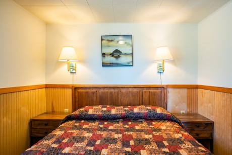 Oceanside Ocean Front Cabins - Guest Room